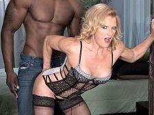 Amanda Verhooks, black 10-Pounder a-hole slut